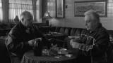 Актеры Джо Ригано и Винни Велла сидят в баре и попрекают друг друга в нездоровом образе жизни.