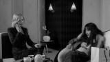 Кейт Бланшетт играет саму себя и незнаменитую кузину Шелли. Шелли завидует популярности своей кузины, а та в свою очередь пытается разбить эту преграду между ними. Чтобы хоть как-нибудь показать свой интерес к жизни кузины, Кейт интересуется личной жизнью Шелли, которая рассказывает о своем новом парне — Ли (что является отсылкой на рассказ Игги Попа о барабанщике).